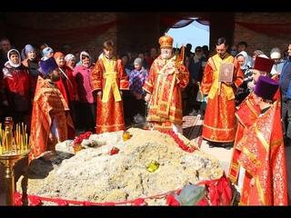 Торжественная служба в строящемся храме. Керчь, Катерлез