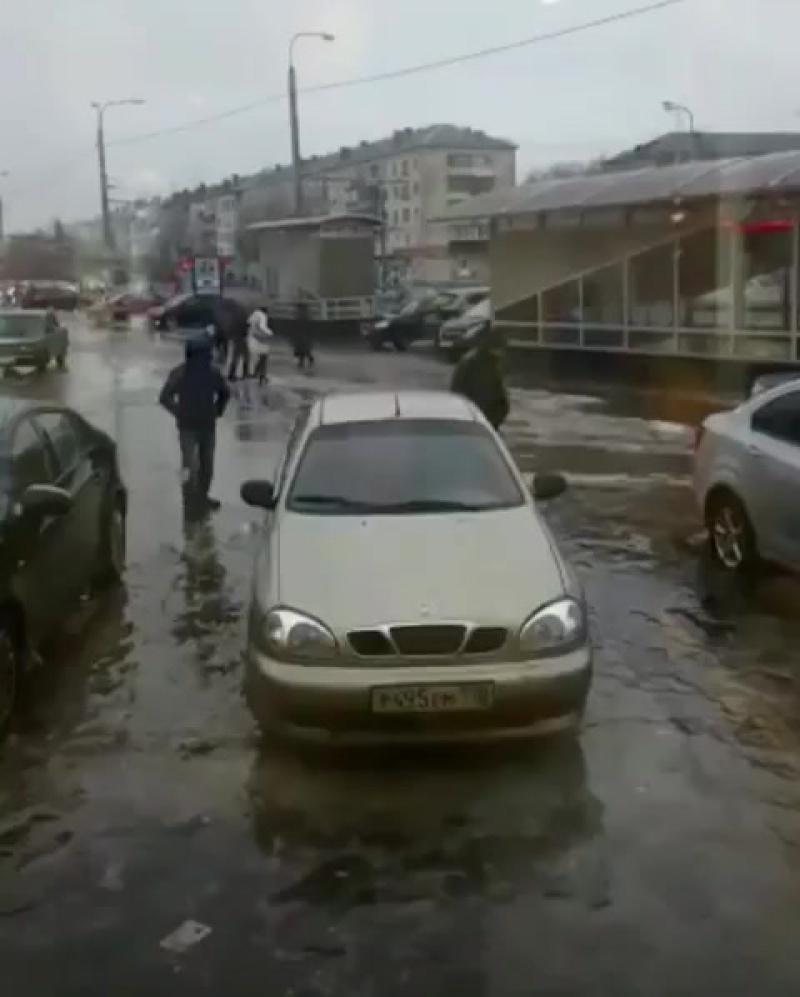 Казань гололед, парень лежит)