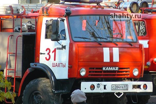 В Шахтах сгорел дом на улице Шапкина  Во вторник, ...
