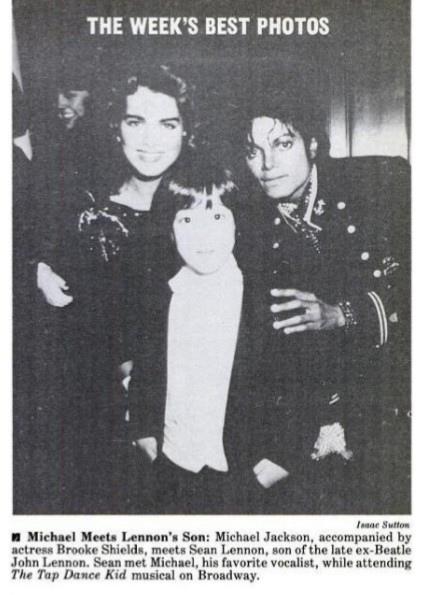 Майкл Джексон, в сопровождении актрисы Брук Шилдс, встретил Шона Леннона, сына экс-битла Джона Леннона. Шон встретил Майкла, своего любимого певца, ожидая начало бродвейского музыкального шоу The Tap Dance Kid. [на самом деле это фото похоже сделано во время вечеринки CBS, так как на Майкле рубашка со стразами, а Шон в смокинге. На этой вечернике Шон и подружился с Майклом.]