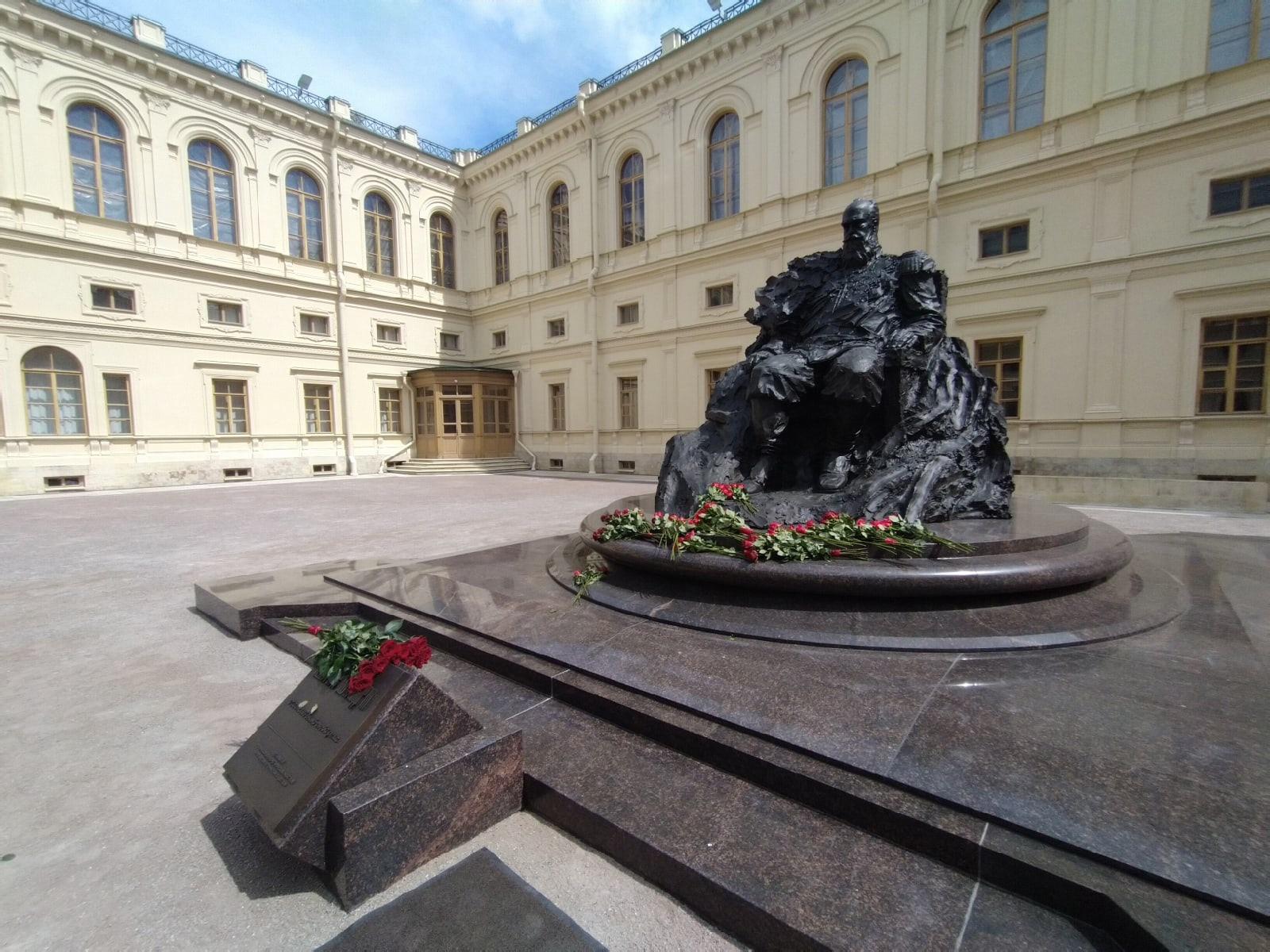 Гатчинский парк: Императорская ферма и новый монумент Александру III