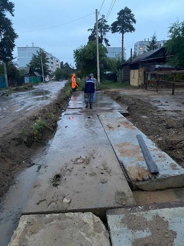 Дома затопило в Чите из-за засыпанного строителями ливневого стока